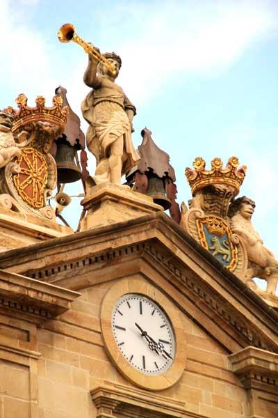 estatua-ayuntamiento-de-pamplona