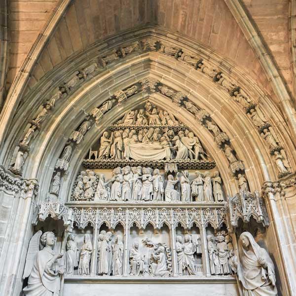 puerta-catedral-de-pamplona